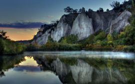 Cliff reflection - scenery wallpaper